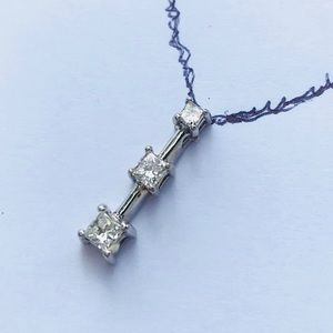 Jewelry - Three stone Princess cut diamond 💎 necklace